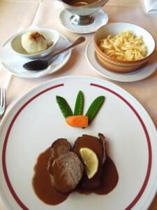Gericht mit Rotweinsoße
