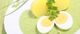 Grüne Sauce wird traditionell zu Eiern und Kartoffeln serviert (Quelle: fotolia)