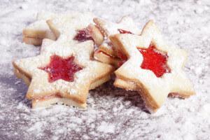 Sternenkekse mit Marmelade